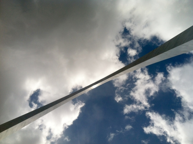 Looking up at the arch. This thing is huge!